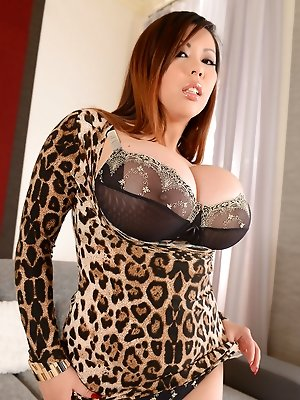 Busty Asian Vixen Tigerr Benson Boffs Herself