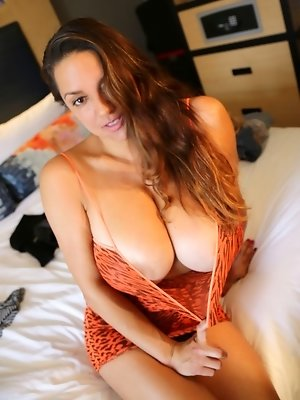 Sweet Busty Monica Mendez Backstage Diary
